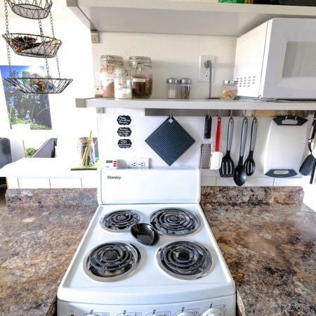 Quaint Winter Park Vacation Rental Stove